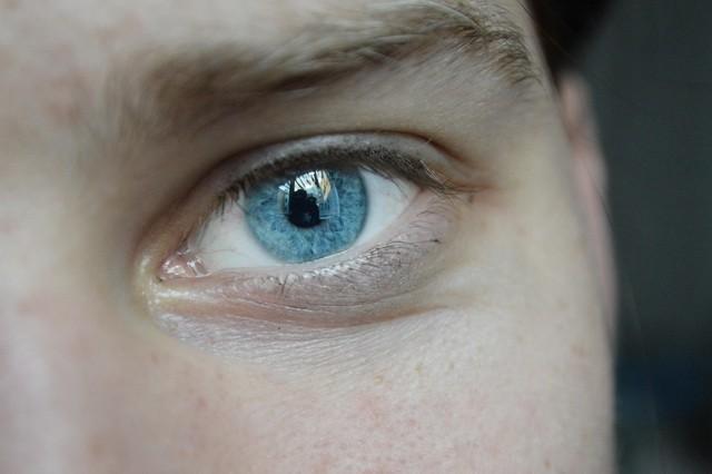 plave oci oko
