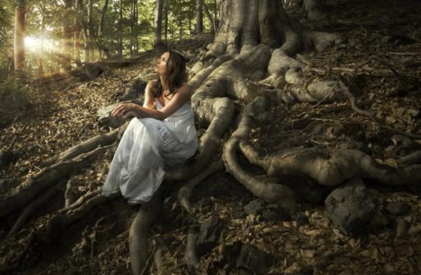 priroda-devojka-drvo