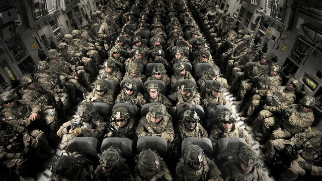 Soldiers-inside-plane-HD-Wall006
