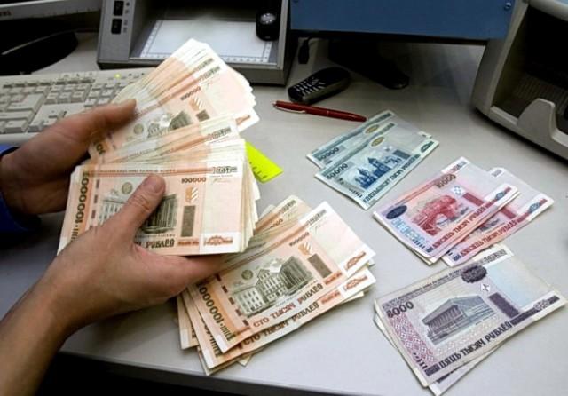 Francuski eksperti: Rusija uspešno odbacuje dolar – kurs rublje raste