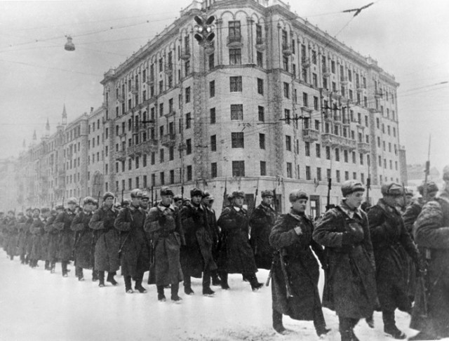 DRUGA STRANA ISTORIJE: Da li je Hitler napao Rusiju kako bi osujetio napad Staljina?