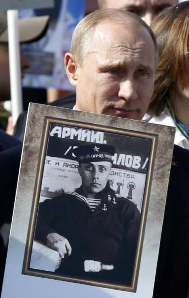 putin i slika oca parada u moskvi 2015