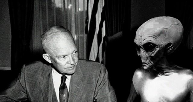 ajzenhauer-i-sivi-vanzemaljac