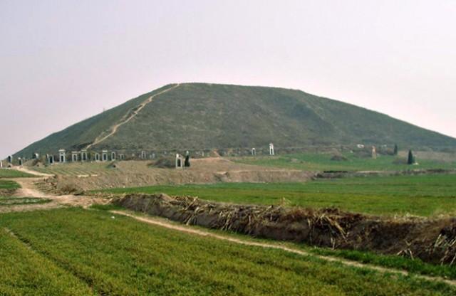 bela piramida kina