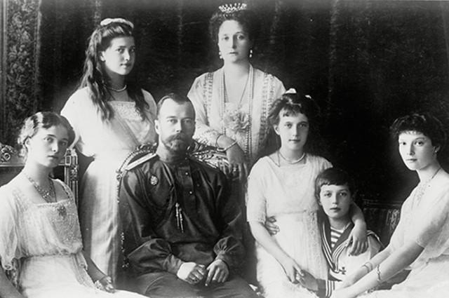 car-nikolaj-II-carska-porodica