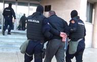 NOGOM ZA VRAT:  Crnogorska policija primenjuje američki metod kojim je počeo haos i bunt naroda – FOTO