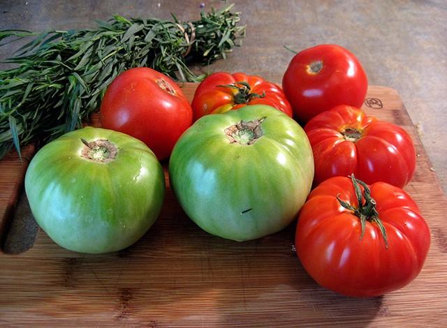 Evo kako možete izlečiti proširene vene uz pomoć paradajza