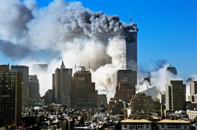 Kule-bliznakinje-u-plamenu-Njujork-11-septembar-2001