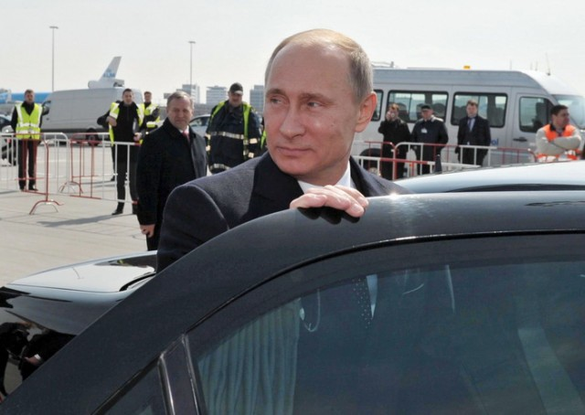 Image:Russian President Vladmir Putin and his limo
