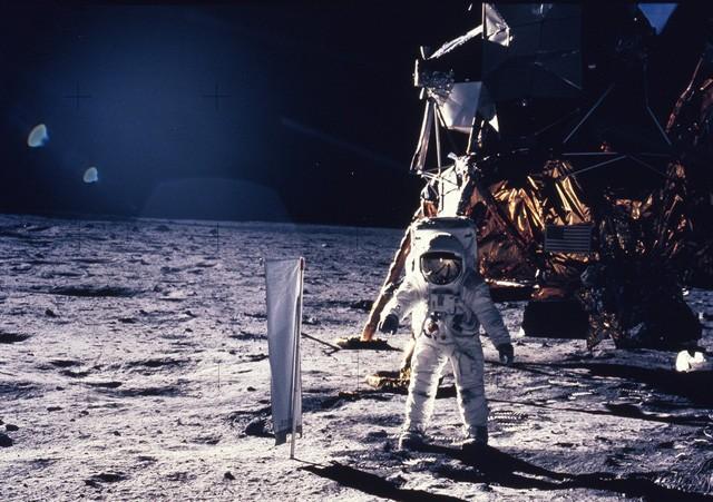 Da li su fotografije sletanja Apola na Mesec snimljene na Zemlji? – VIDEO
