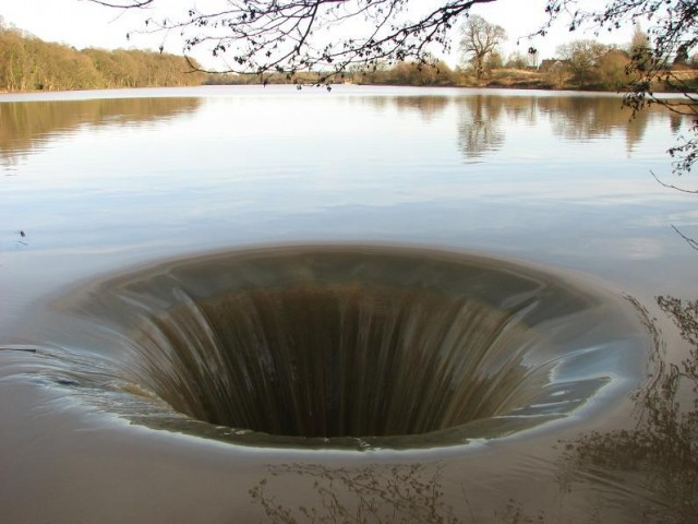 rupa u zemlji brana jezero portugal