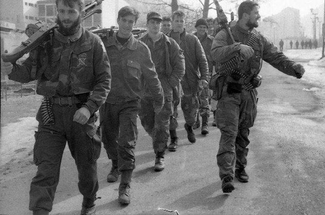 srebrenica-muslimani-vojnici-sa-oruzjem naser oric