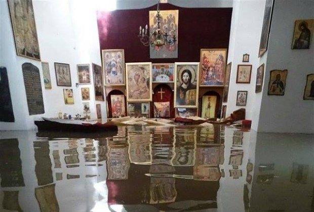 gracanica-valjevo-brana-rovni-manastir-oltar-voda-ikone