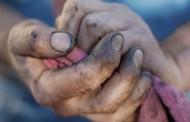 SHVATIO JE STRAŠNU ISTINU: Dobio je sjajan posao, a onda mu je direktor rekao da ode i pogleda ruke svoga oca …
