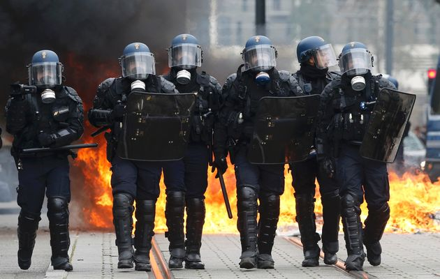 CELA EVROPA OVO KRIJE: Pariz je sada ratna zona – Makron je dozvolio surov obračun sa narodom – VIDEO