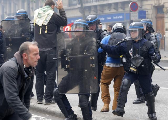 Rusija Francuskoj: Kritikujete druge dok ste na svom narodu isprobali sve vrste represivnih metoda