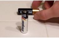 GENIJALAN TRIK: Proverite bez uređaja da li su baterije pune ili prazne – VIDEO