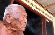 Najdugovečniji čovek u istoriji živi u Indoneziji i ima 145 god. – VIDEO