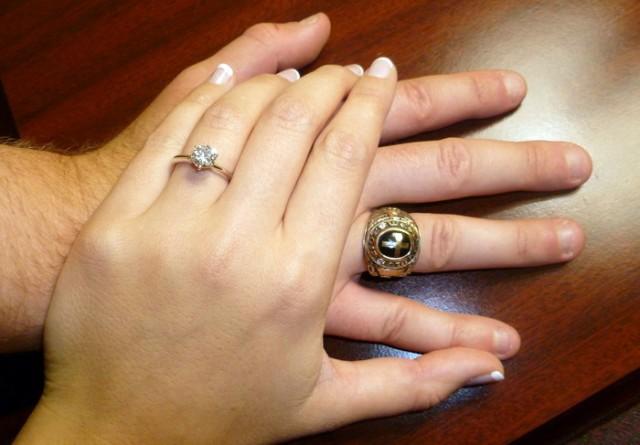 Na kom prstu nosite prsten, evo šta to govori