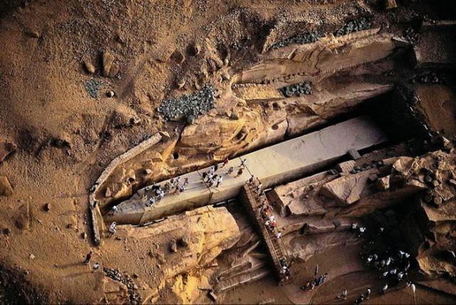 drevno-liban-obelisk-kamen