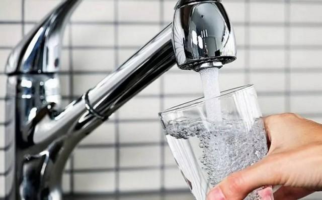 Da li je voda sa česme zdrava? Evo šta se ustvari dešava …
