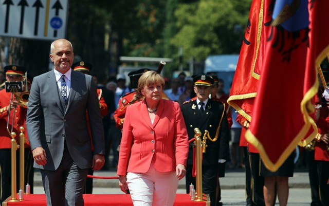Kako su Brisel i Priština združenim snagama prevarili Srbe
