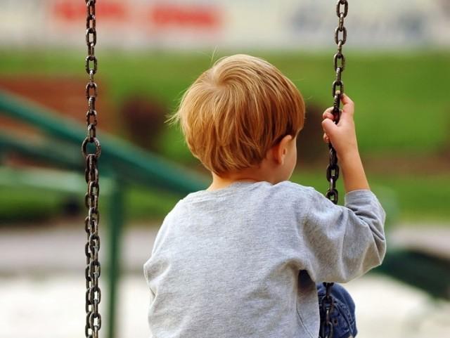 GDE SU NESTALE BEBE: Roditelji mole Vučića da ne potpiše Zakon o nestalim bebama – VIDEO
