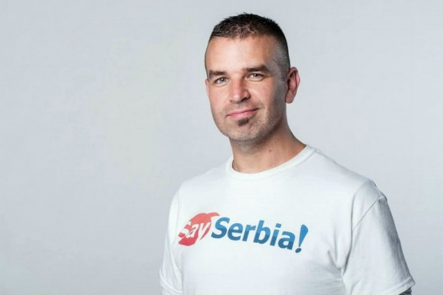 """AMERIKANAC KOJI ŽIVI U SRBIJI: """"Izvinjavam se zbog bombardovanja … Volim vas, Srbi!"""""""