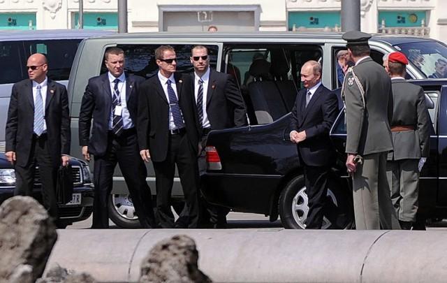 Odred pilota i vozača – najstroža državna tajna: Ko su ljudi koji čuvaju Putina?