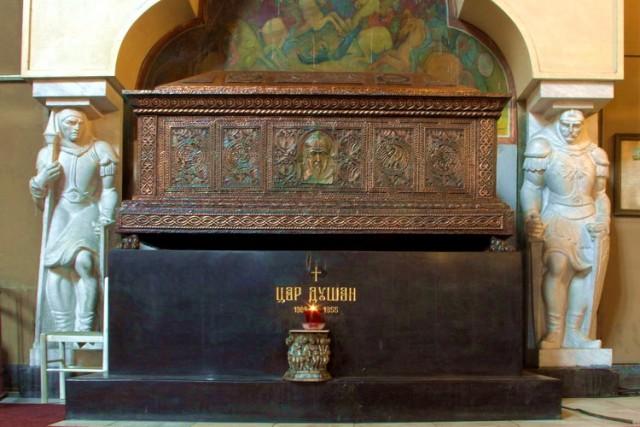 grob-cara-dusana-u-crkvi-svetog-marka