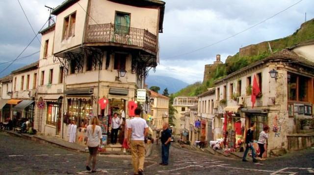 Šokantan izveštaj ruskog medija: Hiljade Albanaca se ubrzano doseljavaju u Srbiju da stvore Veliku Albaniju – OVO SE KRIJE