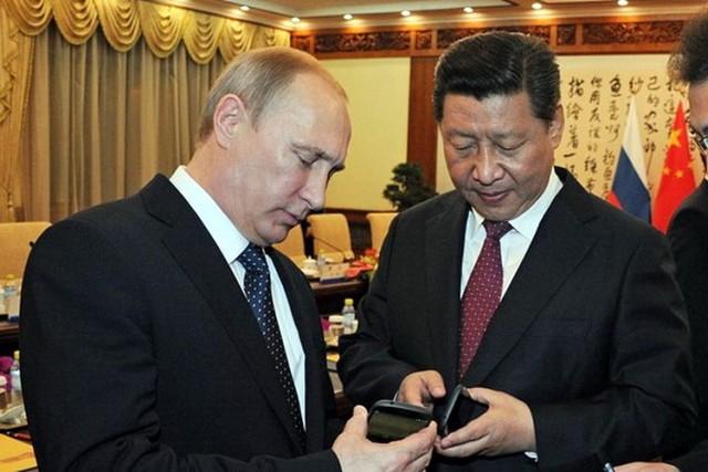 ZAŠTO JE ZAPAD U PANICI: Putin situaciju drži pod kontrolom i pritom ima moćnog saveznika kao što je Kina