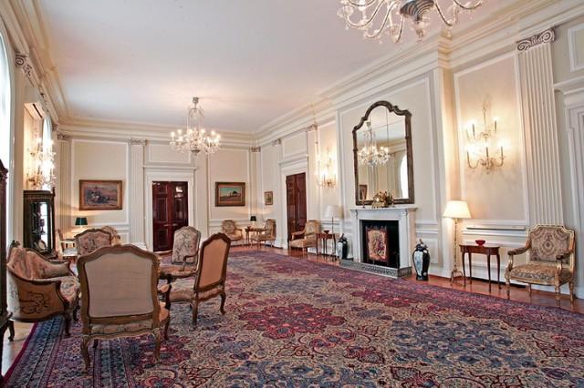 beli salon dvor