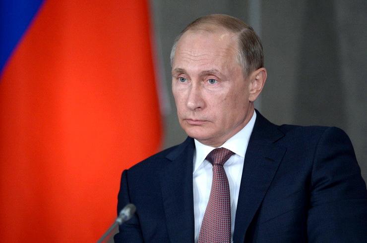 """Zašto """"Blumberg"""" objavljuje lažne vesti o padu rejtinga Putina?"""