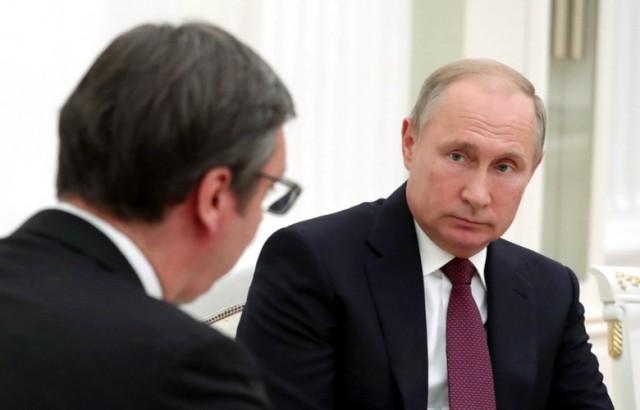 Šokantno tumačenje srpske istoričarke: Evo zašto je Putin poklonio pušku Vučiću …