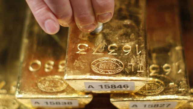 RAT JE BLIZU a dolar sve dalje – Uobičajeno pred VELIKI KOLAPS raste zlatna groznica
