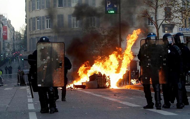 NEMAČKI ANALITIČAR: Neredi i bunt naroda u Evropi tek počinju – Nemojte se ničem dobrom nadati
