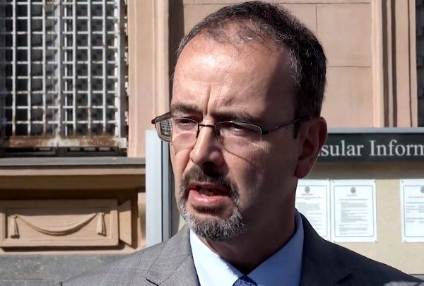AMERIČKI AMBASADOR: Svi da izađu na izbore, cilj Srbije je članstvo u EU i prijateljstvo sa SAD