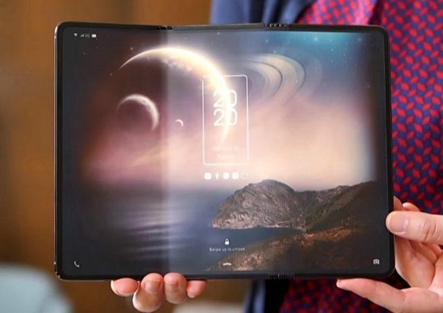 Kineska kompanija TCL napravila mobilni telefon koji se trostruko preklapa i ima ekran od 25,4 cm – VIDEO