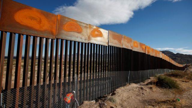 Tramp gradi zid prema Meksiku i hvali rušenje Berlinskog zida
