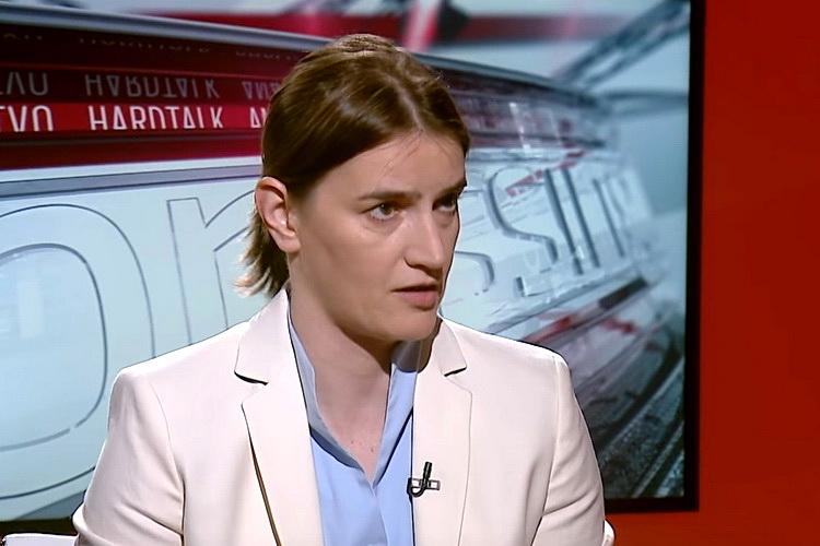 Doktori i medicinsko osoblje u Novom Pazaru okrenuli leđa Brnabićevoj i Lončaru – VIDEO
