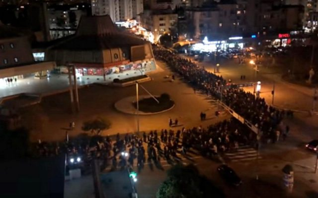 Šokantna vest iz Crne Gore: Spremaju kriminalce obučene u policijske uniforme da napadnu narod i litije
