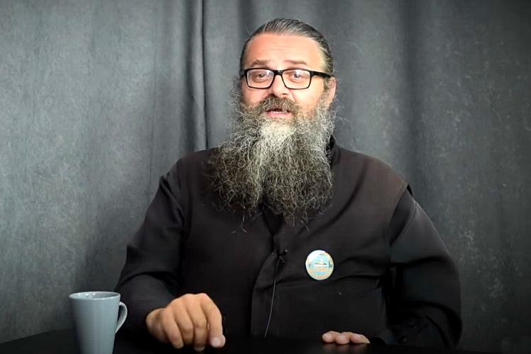 Legendarni srpski monah Antonije uhapšen pa pušten – Evo šta je rekao na protestu – VIDEO