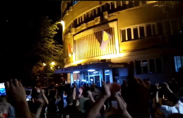 VUČIĆ U ČUDU: Policija u Nišu odbila da interveniše protiv naroda – VIDEO