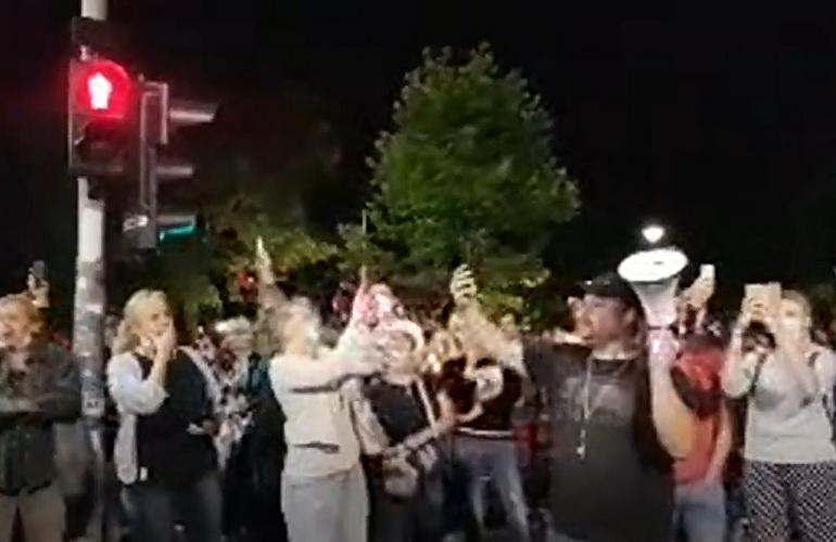 ŠOKANTNO: Vučić danas najavio policijski čas i obaveznu vakcinaciju 2 miliona ljudi – POČELI PROTESTI U BEOGRADU – UŽIVO VIDEO