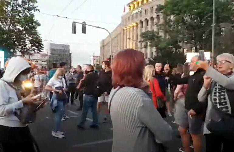 Policija pretukla Boška Obradovića ispred Skupštine