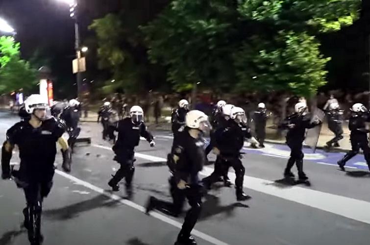 Novi trik: Kriju policiju u kolima hitne pomoći pa krstare po gradu – VIDEO