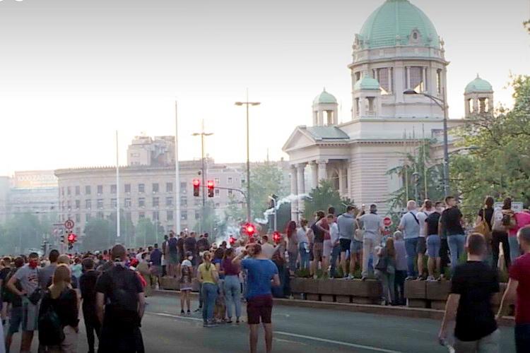 DOJČE VELE: Ne može da objasni narodu posle nameštenih izbora, otkud desetine hiljada demonstranata na ulicama