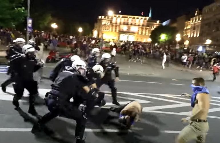"""Vučić o demonstrantu od 14 godina: """"Oni su zavedeni, ne znaju koliko je fašizam poguban"""" … DANILO IKODINOVIĆ KOMENTAR"""