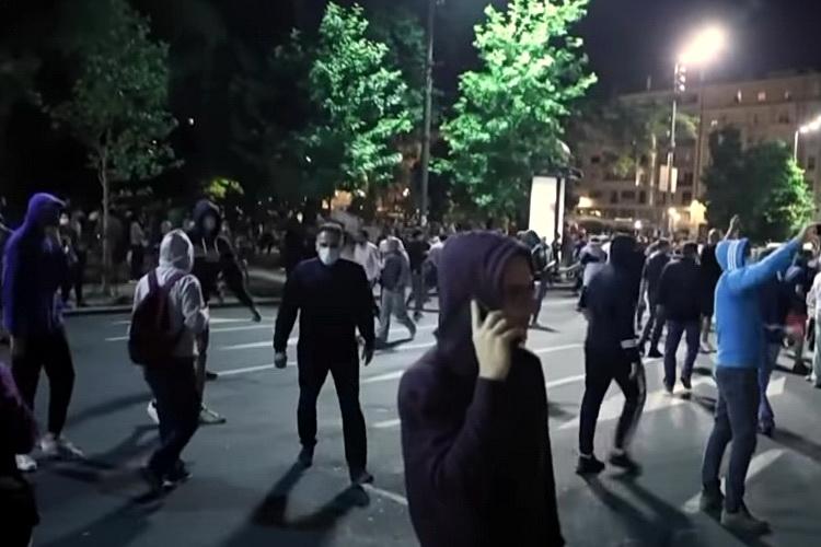 KO SE UPLAŠIO? – Krizni štab zabranio proteste